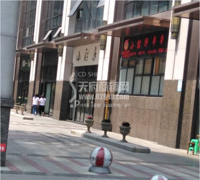 红牌楼  写字楼底商  门口第二间